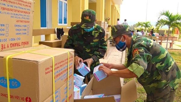 75.000 khẩu trang y tế không có chủ sở hữu được đựng trong các thùng bìa và gia cố cẩn thận
