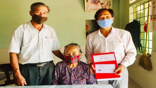 Vợ liệt sỹ gần 100 tuổi ở Quảng Trị ủng hộ tiền chống dịch Covid-19