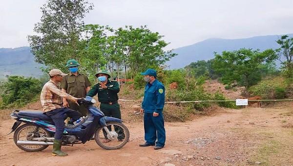 """Các cán bộ chiến sỹ Đồn biên phòng Thuận """"căng mình"""" kiểm soát chặt xuất nhập cảnh tại các đường mòn, lối mở qua biên giới phòng ngừa dịch Covid-19"""