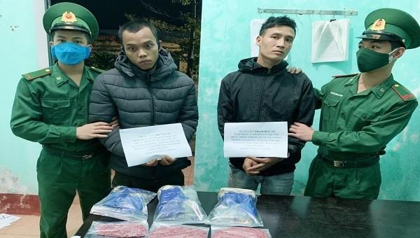 Bắt giữ 2 đối tượng vận chuyển hàng ngàn viên ma túy ở khu vực biên giới Quảng Trị