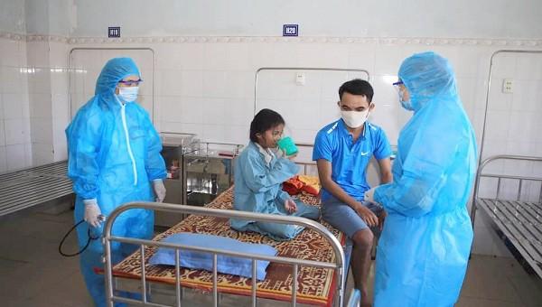 Những trẻ mắc bệnh bạch hầu được cách ly, điều trị tại khoa Nhi, Trung tâm Y tế huyện Vĩnh Linh (ảnh: TTYT huyện Vĩnh Linh)