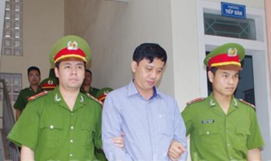 CQĐT bắt giữ đối tượng Phạm Văn Tiến (ảnh: CAHT)