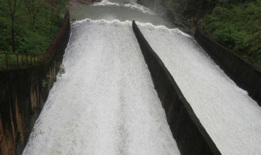 Hồ Kẻ Gỗ sẽ xả tràn bắt đầu từ 7h ngày 17/10.