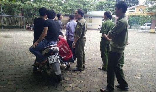 Lực lượng công an có mặt  tại hiện trường để điều tra sự việc