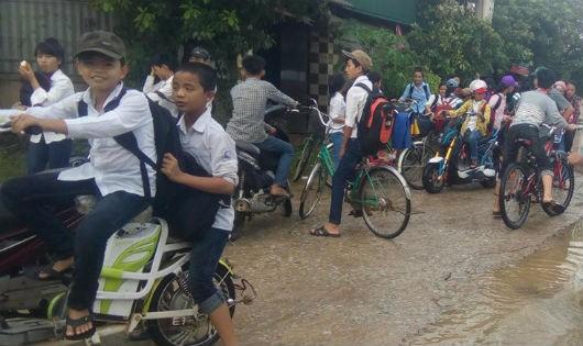 Hà Tĩnh: Mưa lũ khiến 30.000 học sinh phải nghỉ học