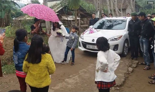 Đám cưới của 'chú rể tí hon' khiến cộng đồng mạng xôn xao