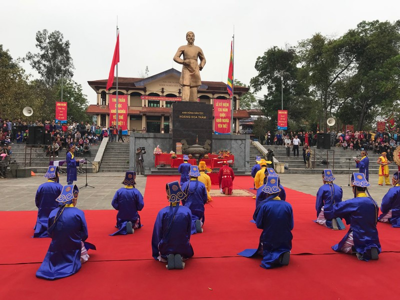 Buổi lễ tế, lễ dâng hương trước tượng đài anh hùng dân tộc Hoàng Hoa Thám