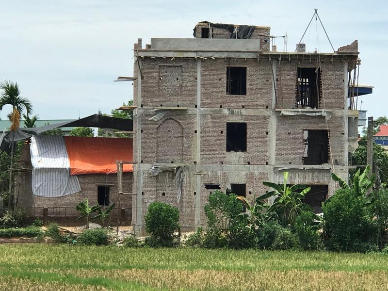 Công trình này được người dân phản ánh của gia đình bà Hoàng Thị Kỷ đang thi công xây dựng trên diện tích đất nông nghiệp