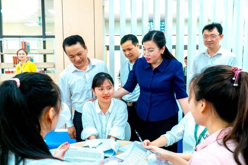 Bí thư tỉnh ủy Thái Nguyên Nguyễn Thanh Hải  động viên, lắng nghe những chia sẻ các bạn sinh viên (Đại học Thái Nguyên)