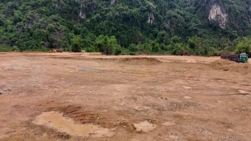 Đất trồng rừng sản xuất đã bị doanh nghiệp san phẳng trái phép tại xóm Khai Đồi, xã Sào Báy, huyện Kim Bôi.