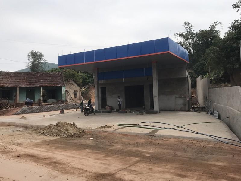 """Bắc Giang: Dấu hiệu """"hợp thực hóa"""" quy hoạch sử dụng đất để xây dựng cửa hàng xăng dầu sát khu dân cư"""