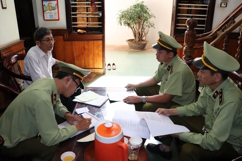 Đoàn kiểm tra quản lý thị trường Đắk Lắk làm việc với doanh nghiệp kinh doanh xăng dầu