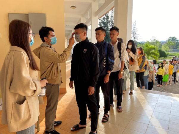 Trường Đại học Tây Nguyên tạm cho sinh viên nghỉ học vì có 2 sinh viên cùng quê với bệnh nhân 61