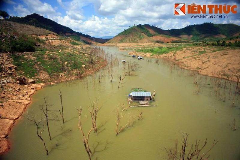 Phát hiện bộ xương người dưới lớp bùn hồ thủy điện ở Đắk Nông