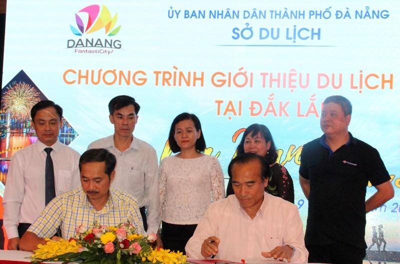 Đắk Lắk và Đà Nẵng ký kết bản ghi nhớ về quy chế hợp tác khôi phục du lịch sau ảnh hưởng của dịch bệnh Covid-19. Ảnh Sao Mai