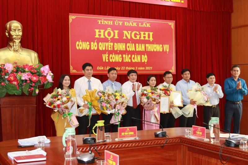 Công bố Quyết định điều động công tác cán bộ của Tỉnh ủy Đắk Lắk.