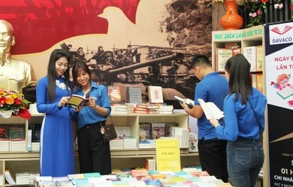 """Khai mạc """"Ngày sách và văn hóa đọc năm 2021"""" tại tại Đường Sách cà phê Buôn Ma Thuột"""