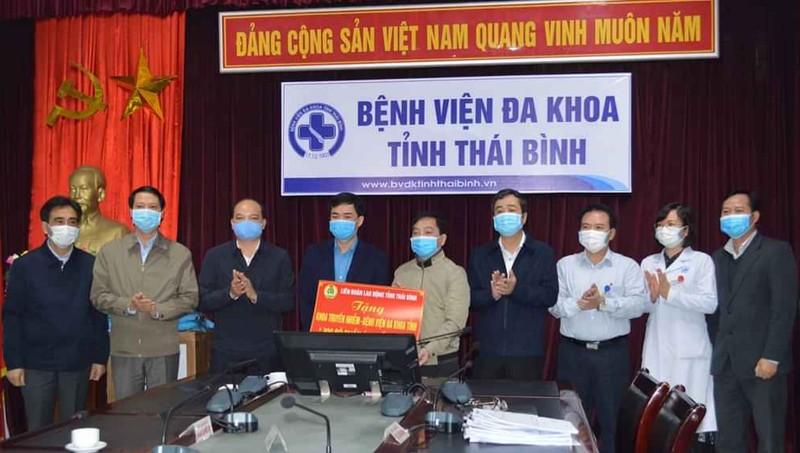 Lãnh đạo tỉnh Thái Bình động viên đội ngũ y tế trực tiếp phòng, chống dịch Covid-19