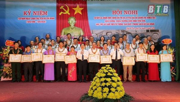Long trọng kỷ niệm 130 năm ngày sinh Chủ tịch Hồ Chí Minh