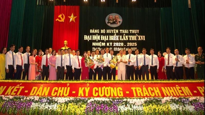 Ra mắt Ban Chấp hành Đảng bộ huyện Thái Thụy, tỉnh Thái Bình nhiệm kỳ 2020-2025. Ảnh: Trần Tuấn.
