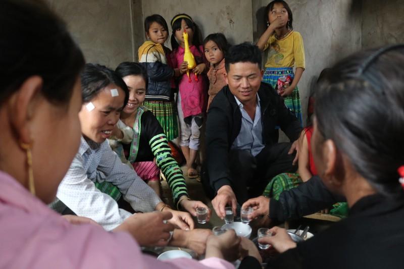 Độc đáo nghi lễ đón Tết của người H'mông ở Phú Thọ