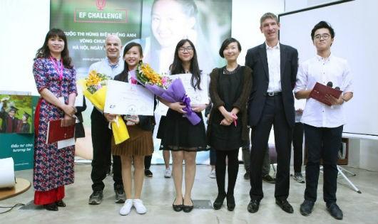 """Hai học sinh đoạt giải cuộc thi """"Hùng biện tiếng Anh toàn cầu EF Challenge"""" 2017"""