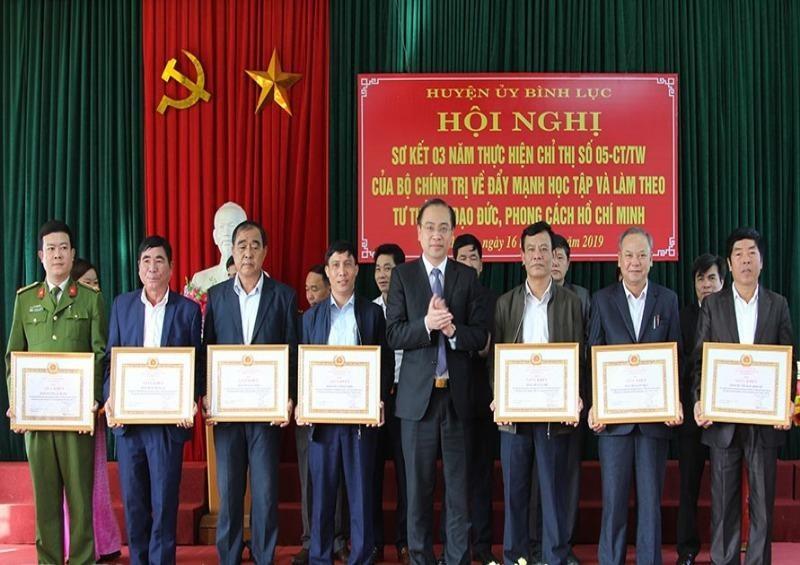 Hà Nam sơ kết 3 năm thực hiện Chỉ thị 05 của Bộ Chính trị