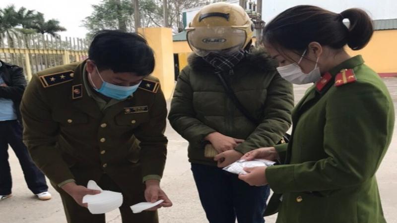 Người phụ nữ bán hàng nghìn khẩu trang y tế 'trôi nổi' tại khu công nghiệp ở Hà Nam