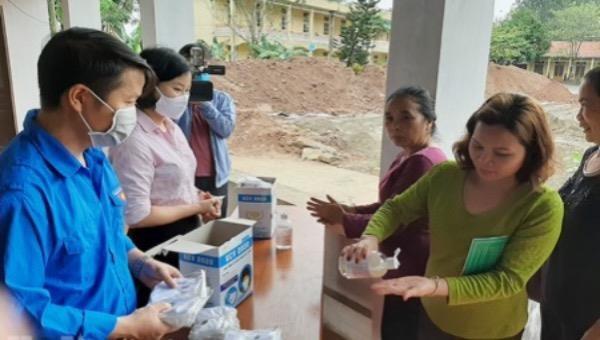 Chi nhánh Ngân hàng Chính sách xã hội Hà Nam hướng dẫn khách hàng phòng chống dịch Covid-19