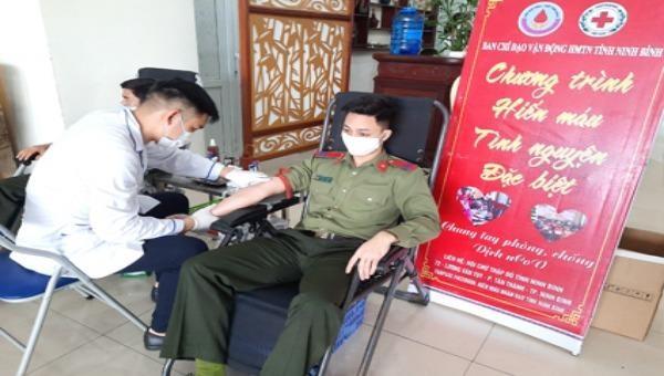 Công an tỉnh Ninh Bình phát động phong trào hiến máu tình nguyện