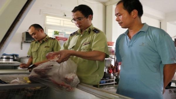 Ninh Bình: Tiêu hủy toàn bộ số thực phẩm ôi thiu, không rõ nguồn gốc
