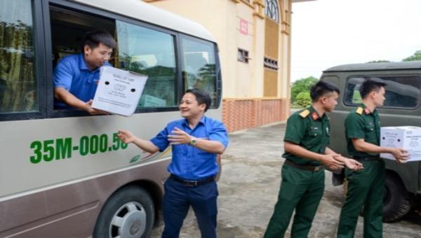 Ninh Bình: Tặng quà, hỗ trợ phòng, chống dịch bệnh Covid-19