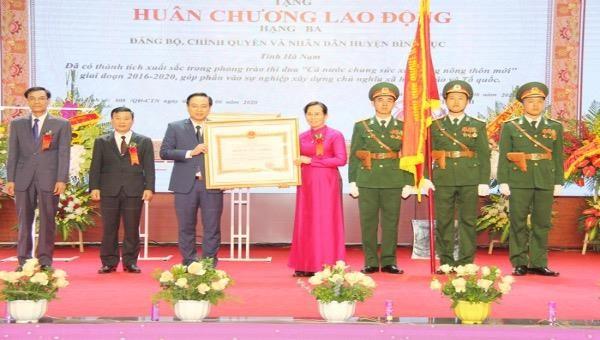Huyện Bình Lục, tỉnh Hà Nam đón nhận Huân chương Lao động hạng Ba
