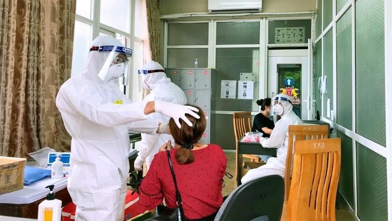 Lấy mẫu xét nghiệm virus SARS-CoV-2.