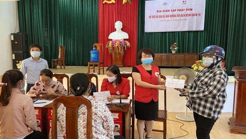 Trao hỗ trợ cho 129 hộ dân ở Ninh Bình.
