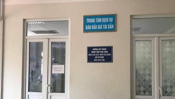 Khởi tố nữ cán bộ Trung tâm dịch vụ đấu giá tài sản Thái Bình