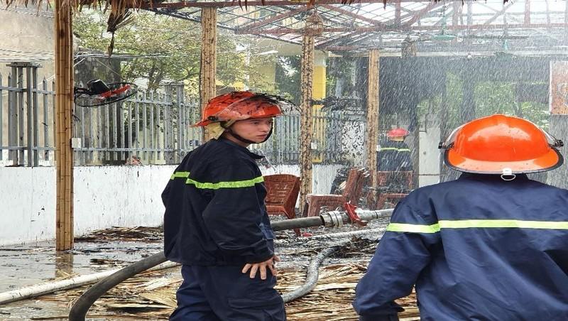 Một nhà hàng ở Ninh Bình cháy rụi giữa trưa