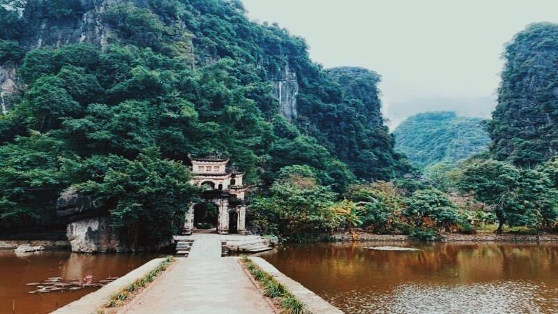Khám phá vẻ đẹp cổ kính của chùa Bích Động – Cổ tự linh thiêng trong lòng di sản thế giới