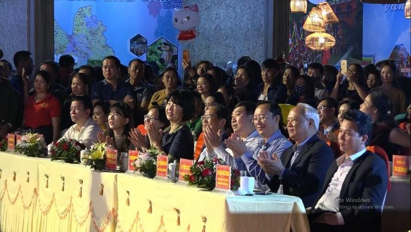 Phó Chủ tịch Quốc hội Uông Chu Lưu cùng các đại biểu tham dự.