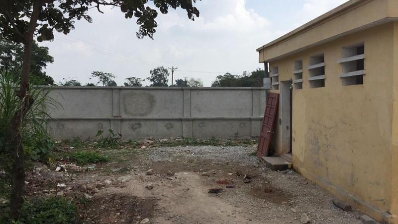 Khu vực nhà vệ sinh dành cho học sinh tại Trường THCS Châu Giang là hiện trường xảy ra vụ án.