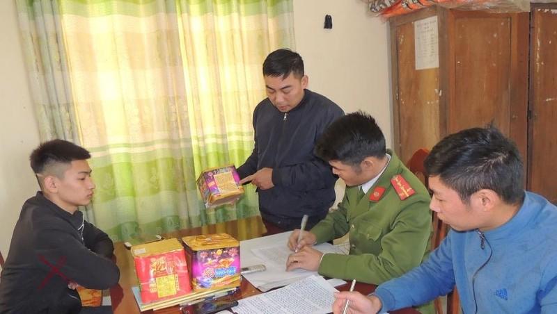 Hà Nam: Bắt quả tang đối tượng tàng trữ pháo nổ trái phép