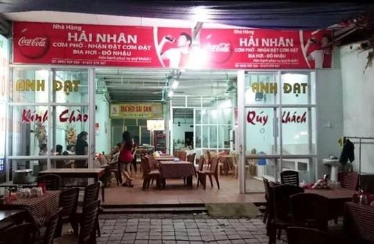 Con gà luộc giá 600.000đ tại Sầm Sơn có trọng lượng 2,4 kg?