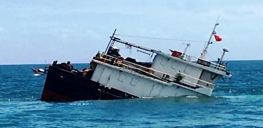 Chìm tầu chở hàng 9 thuyền viên thoát nạn