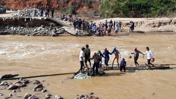 Di dời khẩn cấp 359 hộ dân khỏi vùng nguy hiểm ở Thanh Hóa