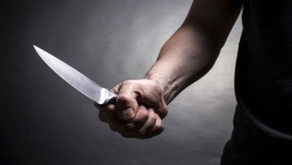 Trong cơn nóng giận bố đẻ đoạt mạng con trai bằng một nhát dao