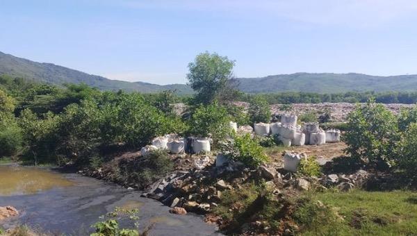 """60 tấn chất thải đổ """"trộm"""" tại Thanh Hoá là chất thải thông thường"""