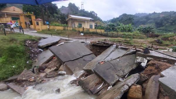 Thanh Hoá: Di dời khẩn cấp nhiều hộ dân và cán bộ chiến sỹ Biên phòng vì sạt lở núi