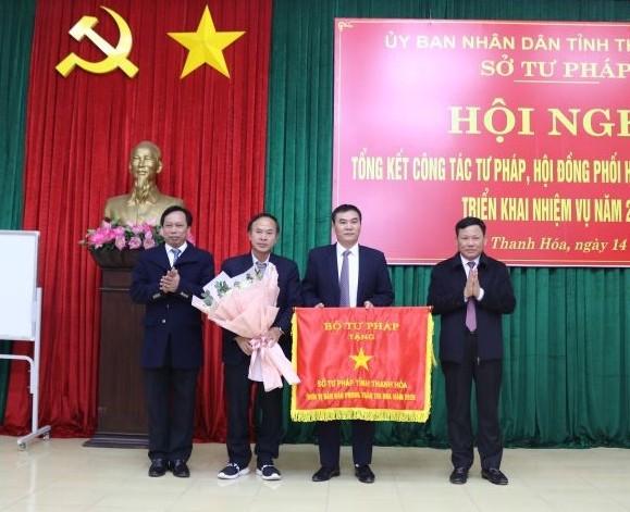Thanh Hoá: Ngành Tư pháp vinh dự được nhận cờ thi đua của Bộ Tư pháp năm 2020