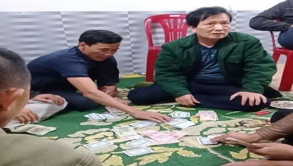 Đề nghị kỷ luật Chủ tịch xã ở Hà Tĩnh đánh bạc giữa đại dịch Covid-19