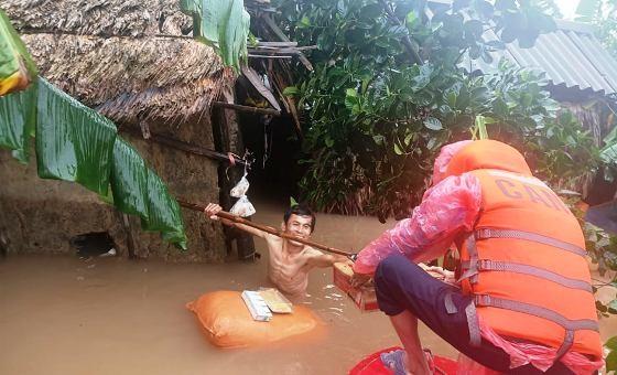 Hà Tĩnh hỗ trợ nhân dân bị thiệt hại bão lũ